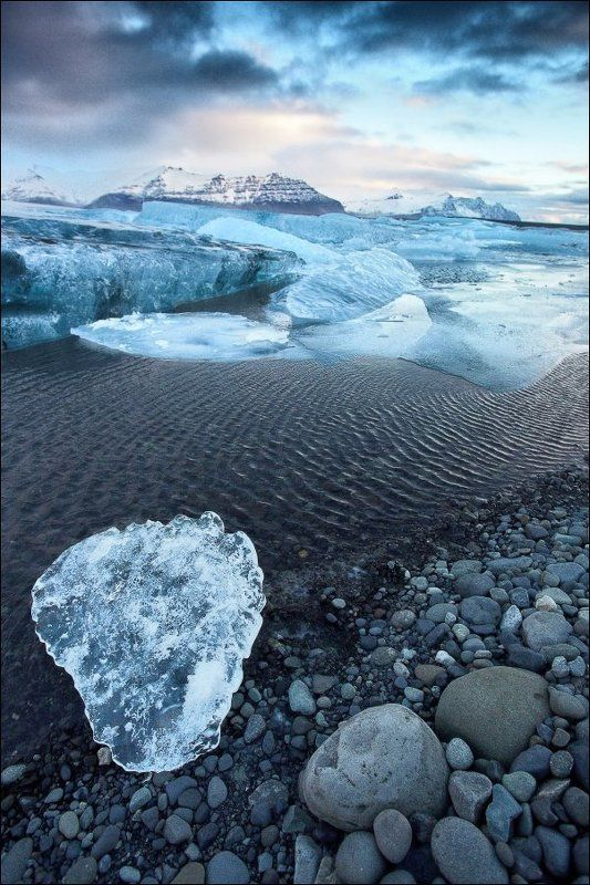 Исландия Йёкюльсаурлоун Jokulsarlon ледяная лагуна ледник Исландия. Агрегатное состояние.photo preview