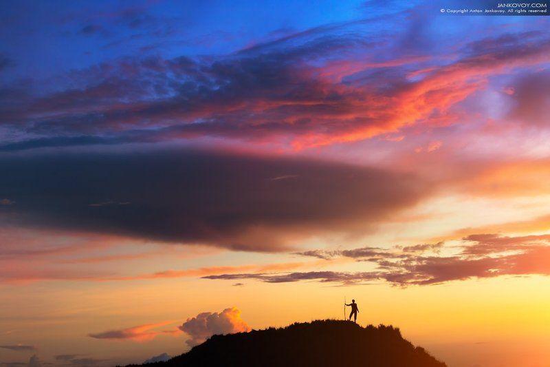 Индонезия, Бали, Батур, вулкан, закат, силуэт, путешествия, облака, странник, турист, путешественник На краю землиphoto preview