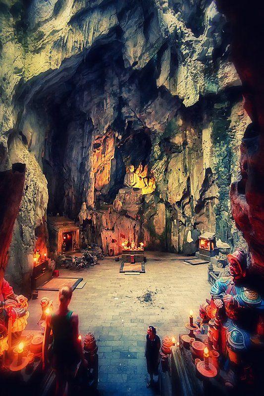 Buddha Cave, Marble Mountains, Danang, Vietnam Buddha Cavephoto preview