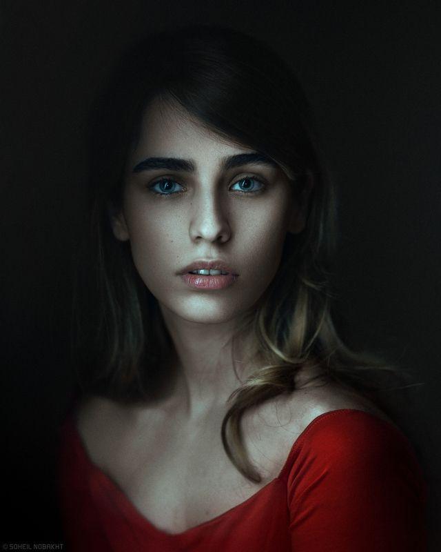 girl,portrait,dark,beauty,eye,deep,feel,light,retouch,harmony Dark Cloudsphoto preview
