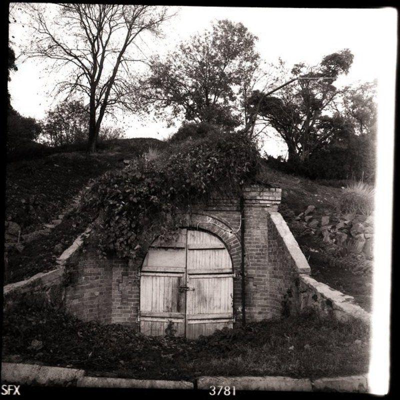 старый сказочный входphoto preview