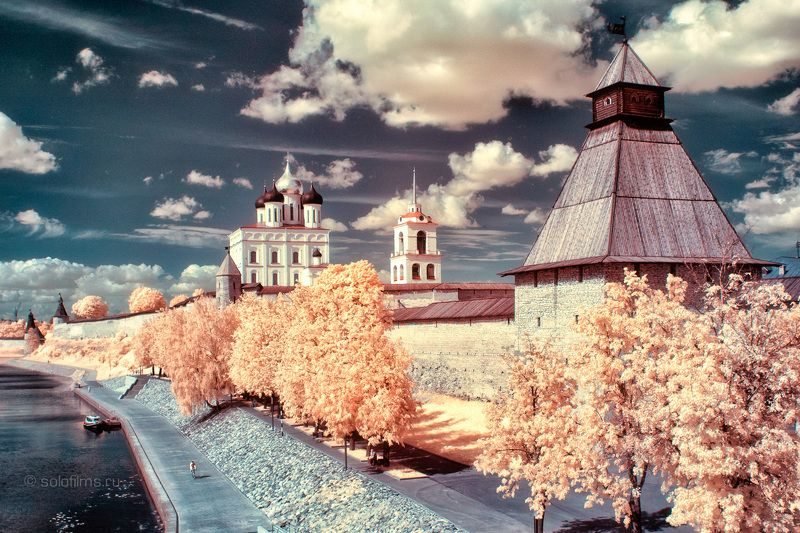 solofilms infrared photography Russia Pskov Светлый городphoto preview