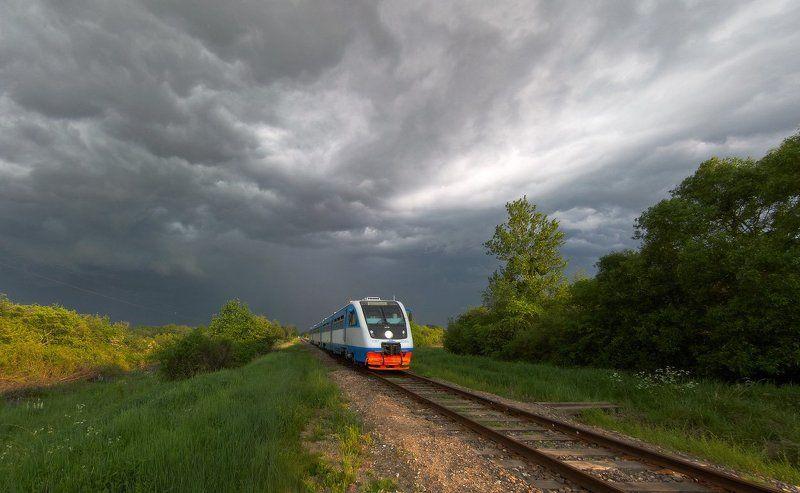 поезд, гроза, рельсы, железная дорога, облака Убегая от грозыphoto preview