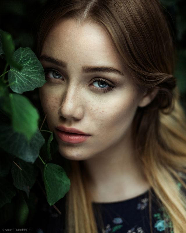 girl,portrait,softlight,look,eyes,color,moody,natural,retouch,photography,light, Softphoto preview