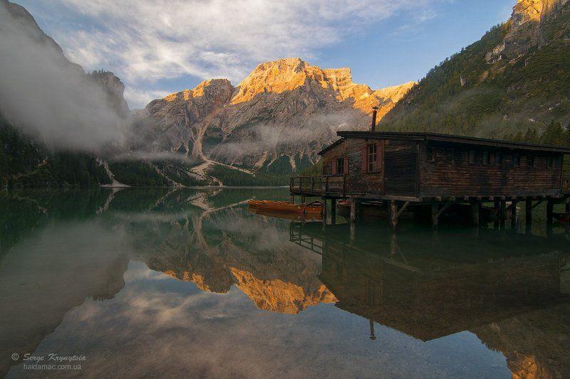 Альпы, Брайес, Горы, Доломиты, Лодки, Озеро, Отражение, Причал, Рассвет, Туман Sunrise on Lago di Braiesphoto preview
