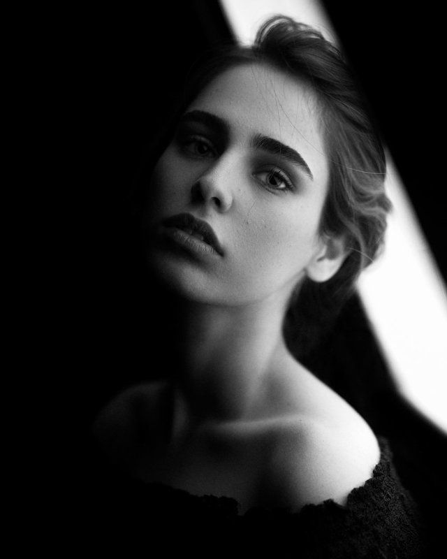 portrait,girl,light,bnw,blackandwhite,dark, Nakisaphoto preview