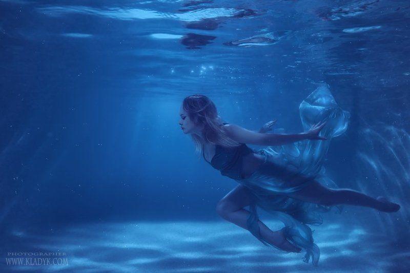 девушка, подводой, танец ***photo preview