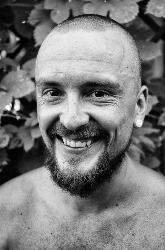 мужской портрет, улыбка Ильяphoto preview