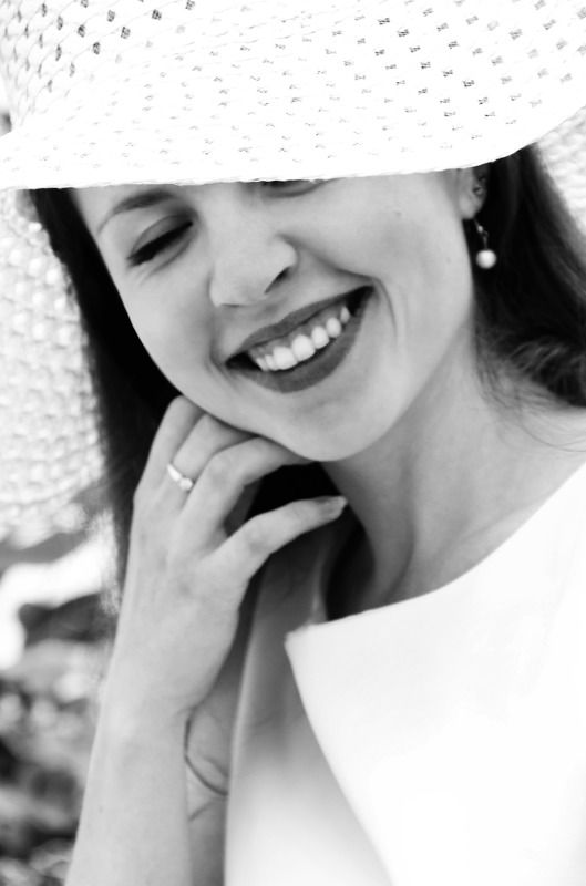 женский портрет, чб, улыбка Галинаphoto preview
