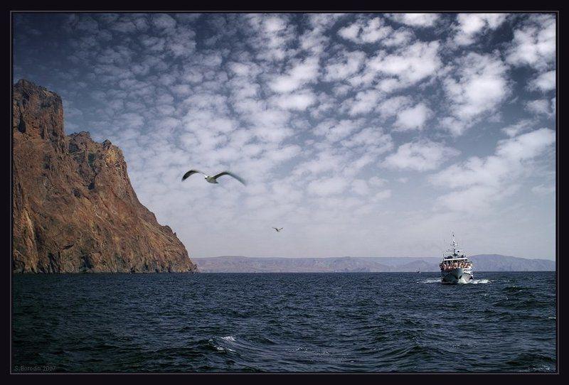 крым, море, карадаг, катер, скалы, чайки Морская прогулка вдоль Карадагаphoto preview