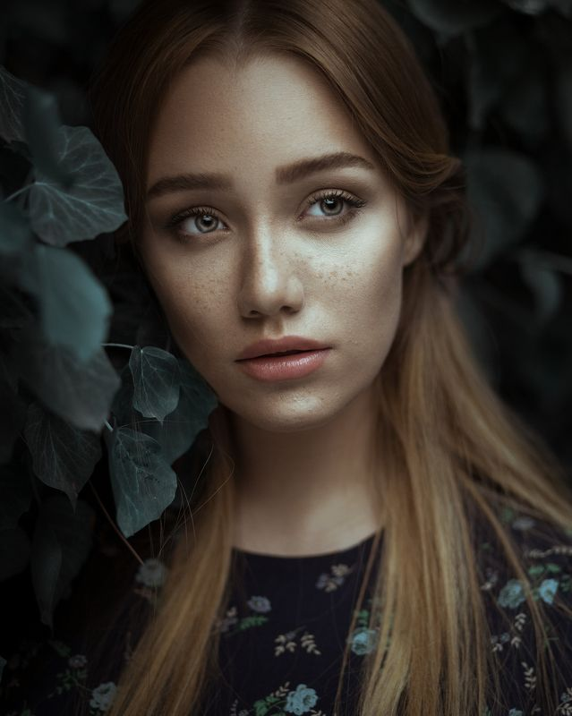 girl,portrait,retouch,eyes,girl,light,look,deep,moody bluephoto preview