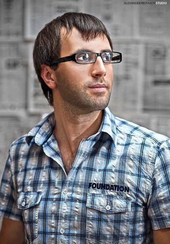портрет, парень, очки авто*photo preview