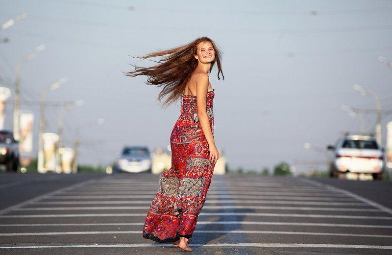 трасса, машины, девушка, сарафан, свобода, лёгкость Ветренаяphoto preview