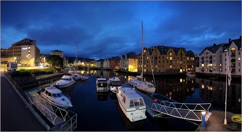 норвегия,ночь,набережная,яхты Ночной Alesundphoto preview
