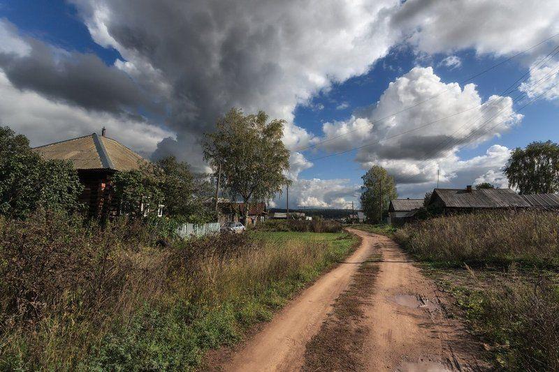 Деревня дорога трава избушки облака лето Деревенский пейзажphoto preview