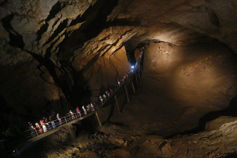 пещера Погружаясь в чрево Землиphoto preview