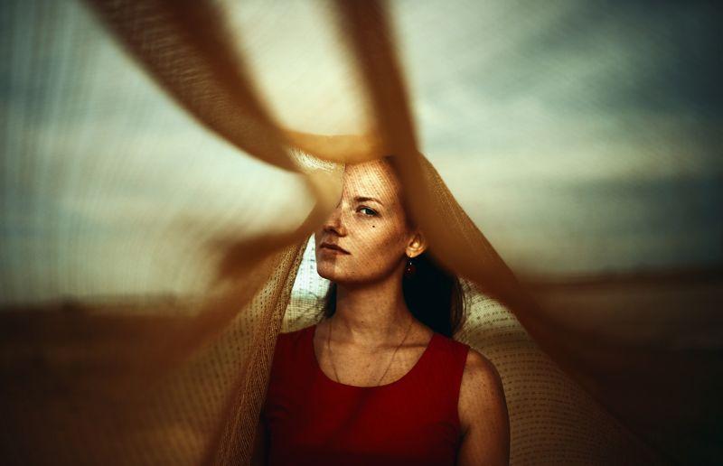 сетка, солнце, яркий свет, золотой свет, девушка, закат, портрет В сетьphoto preview