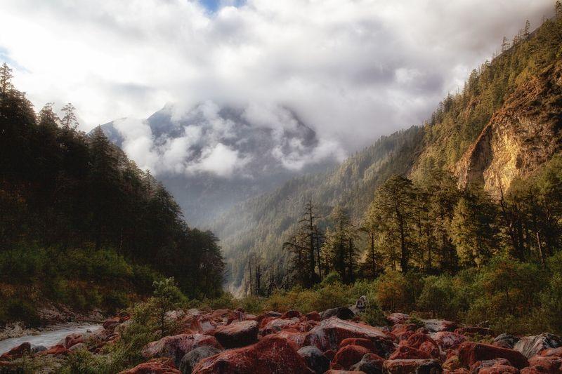 непал Теплый вечер на красных камняхphoto preview