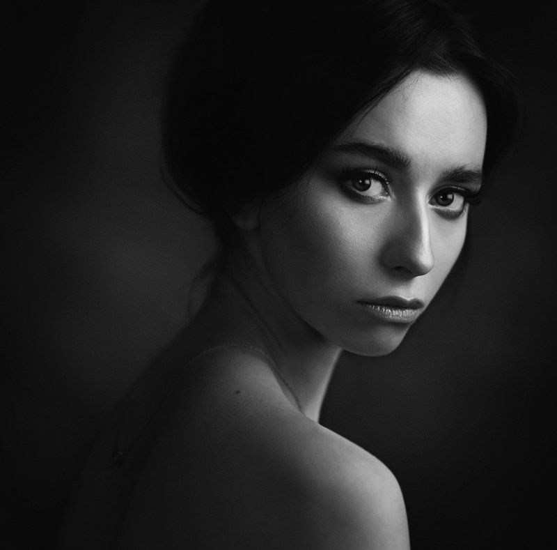 девушка, студия, свет, тень, объем, черно-белое ***photo preview