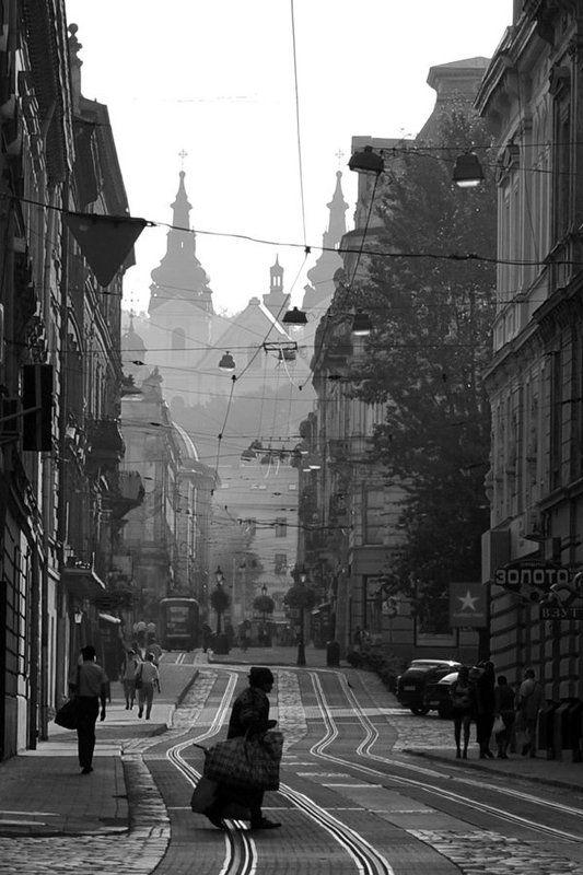город, утро, улица На вес золотаphoto preview
