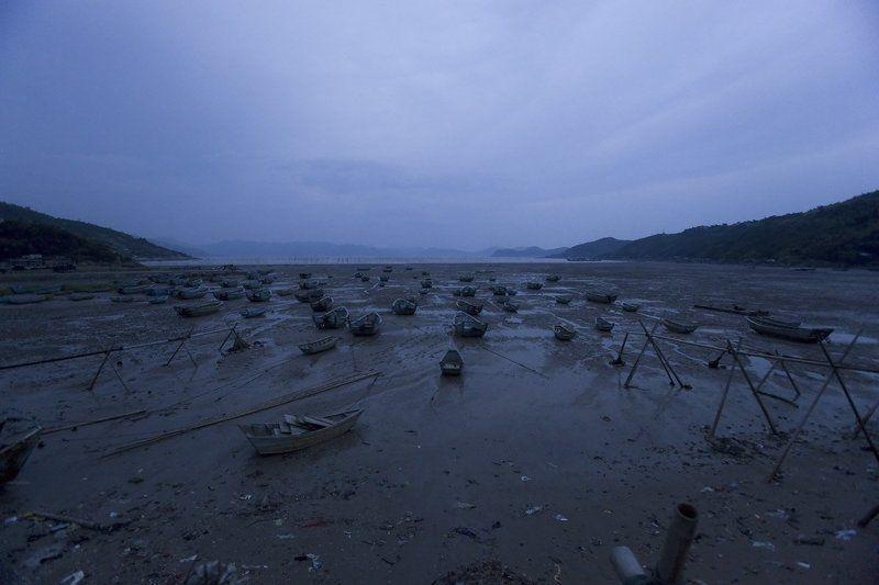 южный китай, рыбацкая бухта. Китайские лодки. Отлив.photo preview