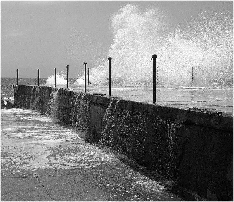 шторм, удар_волны, пирс, море_средиземное Штормит (2)photo preview