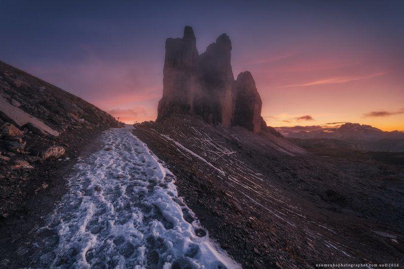 трэ, чиме, ди, лаваредо, италия, горы, скалы, пейзаж, доломиты, доломитовые, пеший, туризм, горный, европа, пик, красивый, природа, три, небо, путешествия, осень, панорама, известные, альпы, синий, вид, тироль, камень, юг, скалолазание, парк, отдых Италия. Доломиты. Северные стены Tre Cime di Lavaredo на закатеphoto preview