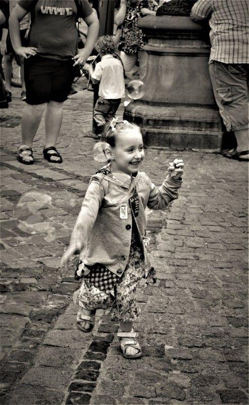 Queen?, Soap bubbles?, Девочка, Мыльные пузыри, Ребенок, Эмоции Королева мыльных пузырей...The queen of soap bubblesphoto preview