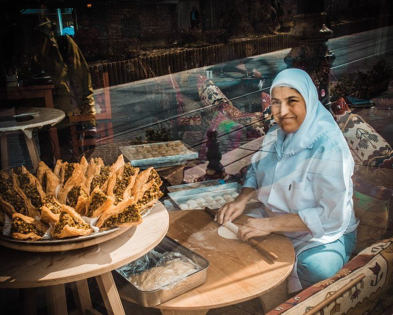 #istanbul #stambul #constantinople #constantinopolis #turkey #bosphorus #travel #fujifilm #fujifilmxe1 #xe1 #tmotion #beautiful #follow #followme #life #town #city #cityview #street #streetlife #people #streetfood #peopleatwork #bread #oldcity #food #work Из путешествия в Стамбул...photo preview