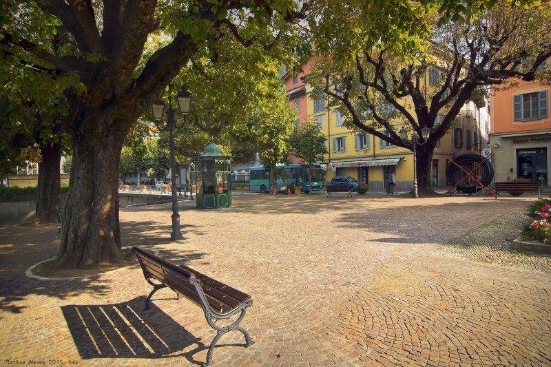 Italy, италия, городок, Беллано, лавочка, дерево, сквер, тишина, уют   Очарование Итальянского городкаphoto preview