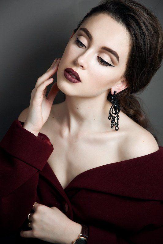 девушка красиво макияж бордо портрет готика студия Ледиphoto preview