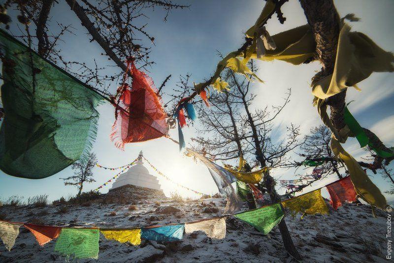 байкал, зима, огой, буддизм, ступа, снег, ленточки Ступа Просветления на острове Огойphoto preview