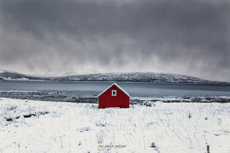 landscape, landscapes, red, hut, cottage, norway, snow, cloud, clouds rød hyttephoto preview