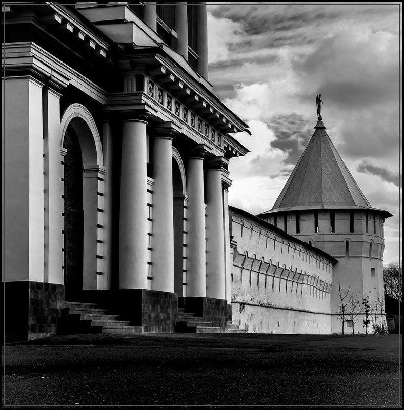 ч/б, город У стен монастыряphoto preview