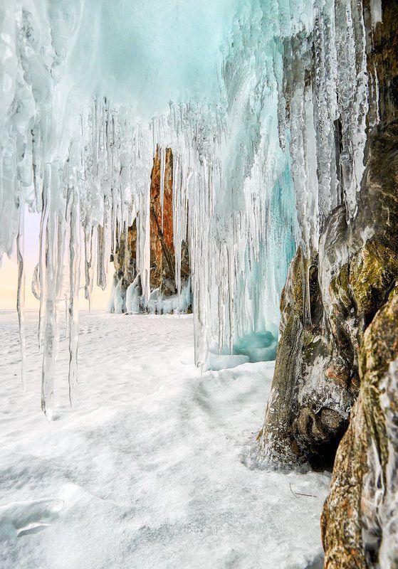 Сосульки наплескового льда залива Хага-Яманphoto preview