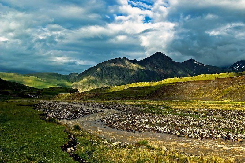 кавказ, приэльбрусье, горы, малка Свет и тениphoto preview