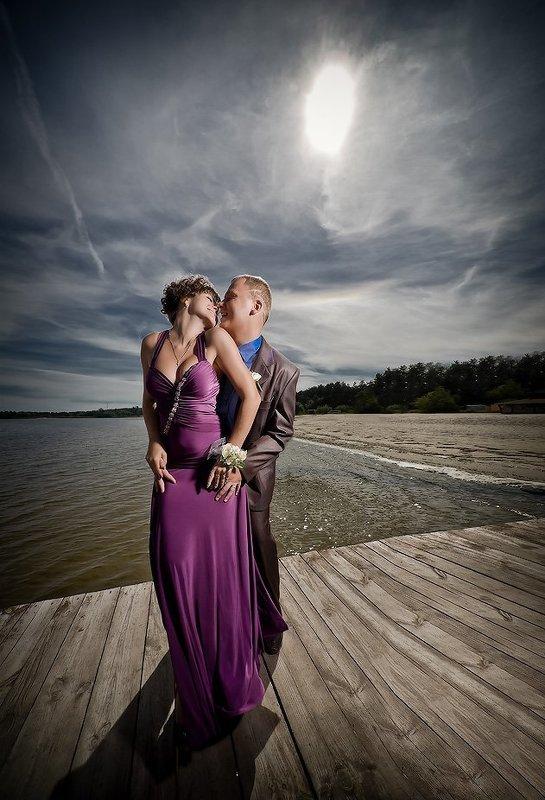 парень, девушка, вода, небо, солнце photo preview