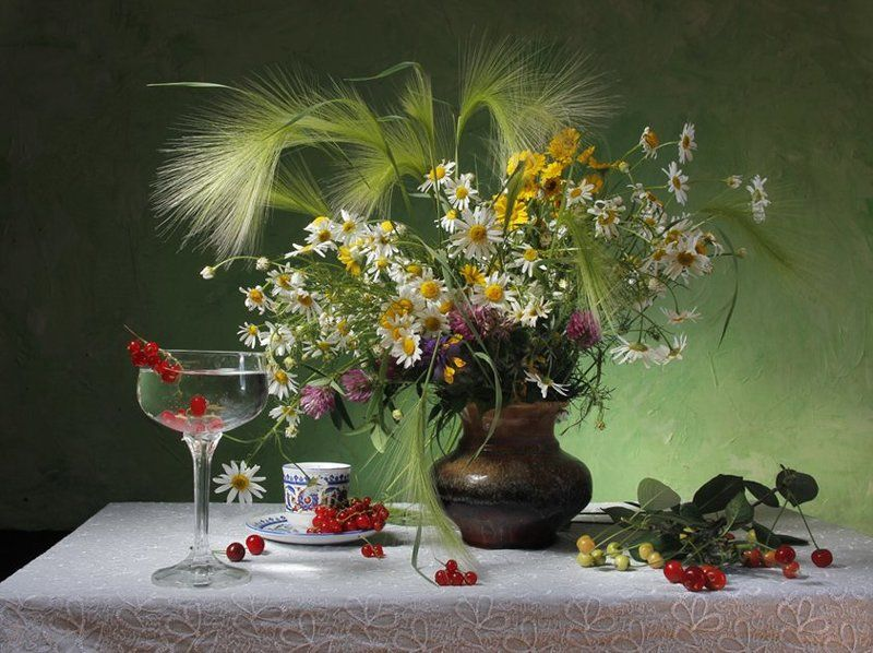 цветы, ромашки,ячмень,ягоды,смородина,лето В середине лета...photo preview