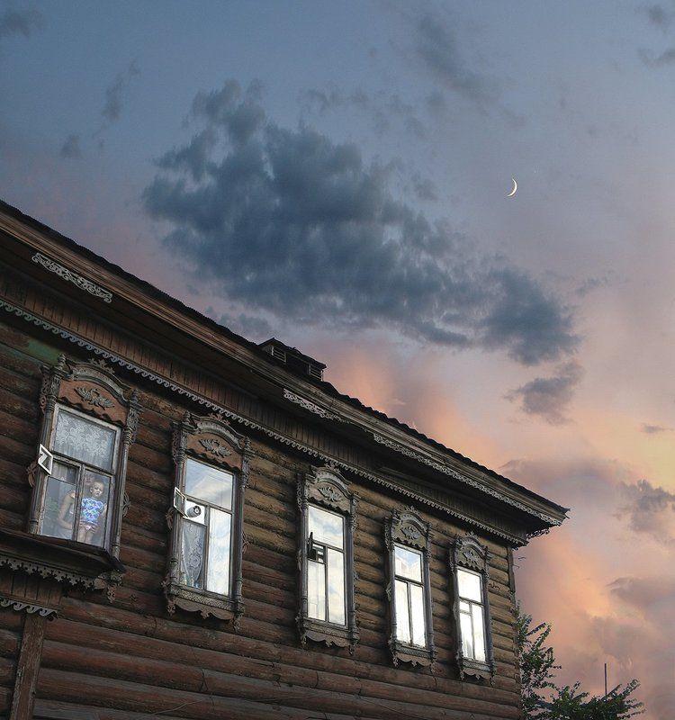 старый город, закат,  молодая луна, Новолуние в старом городе..photo preview