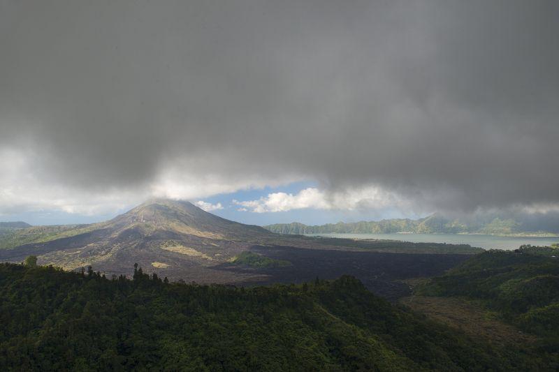 гора, кинтамани, туча, озеро, батур Вулкан Батурphoto preview