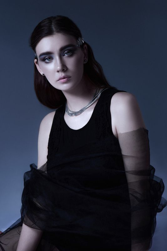 студия, мрак, девушка, постоянный свет Moonphoto preview