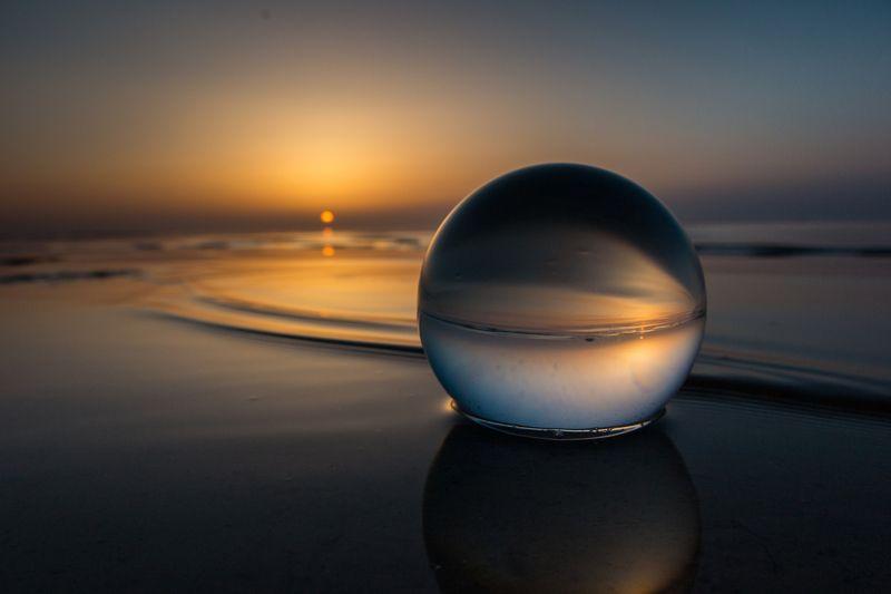 закат, море, солнце, вода, шар, золото, сумерки, отражение, пейзаж минимализм photo preview