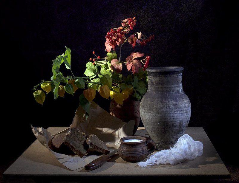 funtry, посуда, молоко, чашка, кувшин, марля хлеб, нож, бумага, букет, калина, физалис, осень, ночная съемка Бабье лето: поздний ужин на верандеphoto preview