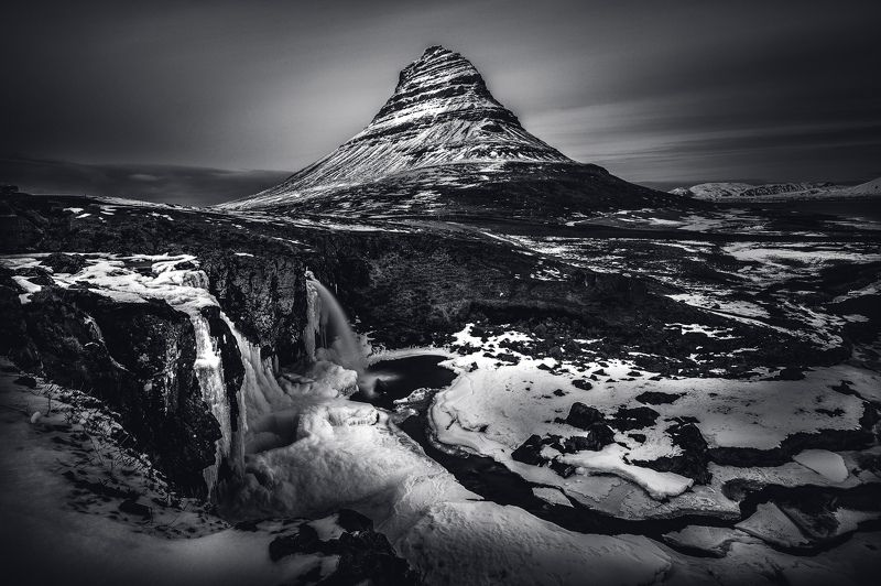 гора снег исландия Frozenphoto preview