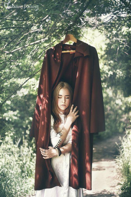 мистика магия смерть любовь девушка принцесса пальто Странная веснаphoto preview