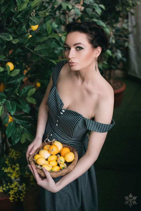 Лимоны, красивая девушка Дарьяphoto preview
