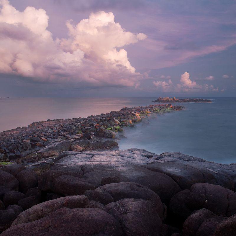 закат океан камни облака море Цвет закатаphoto preview