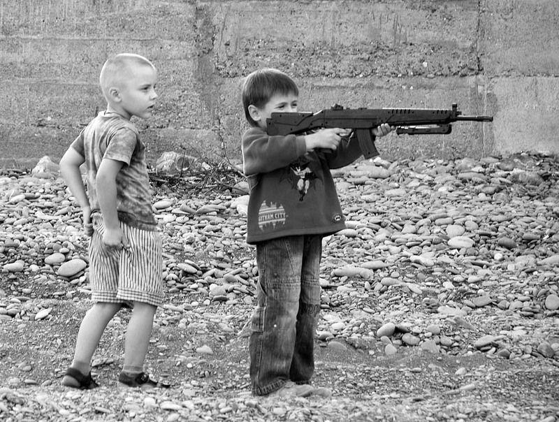 мальчишки Почему мальчишки играют в войну ?..photo preview