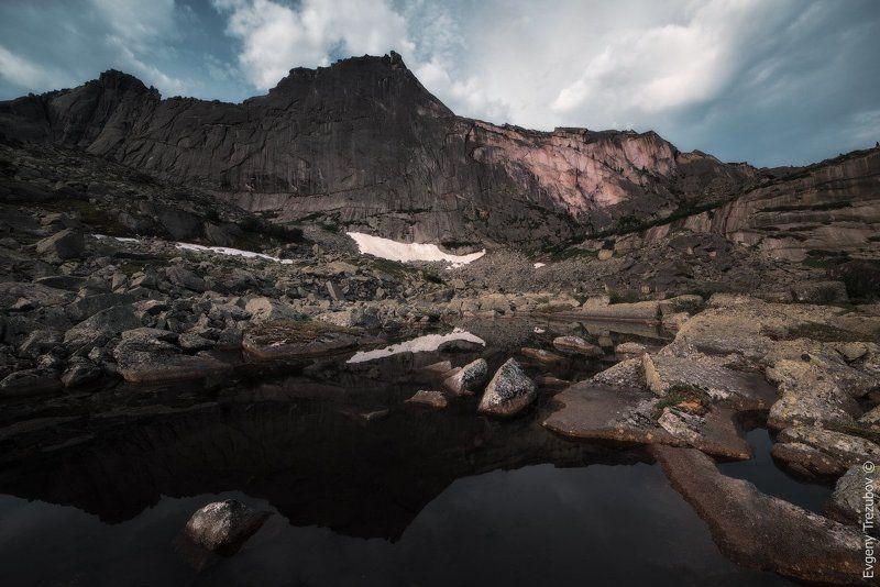 ергаки, природа, пейзаж, саяны, спящий саян, утро, облака, горы, скалы, лето, сибирь На рассвете у Спящего Саянаphoto preview