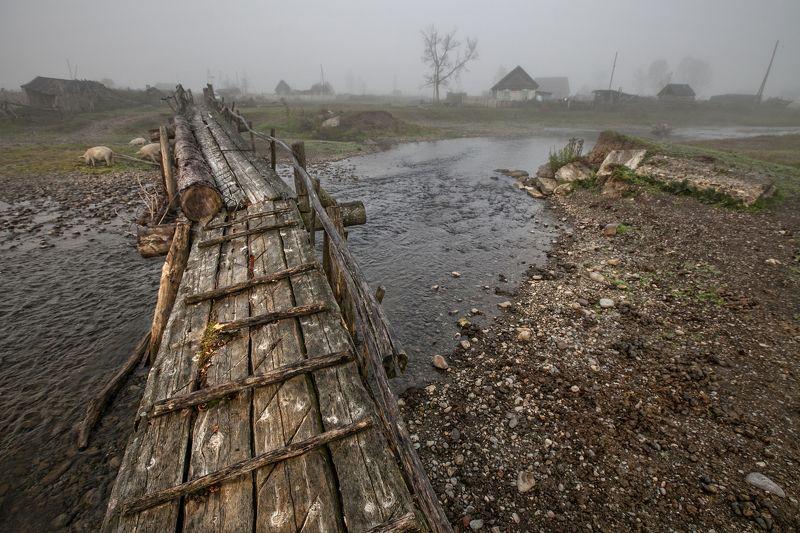 алтай, горы, туман Мостик таежной деревниphoto preview